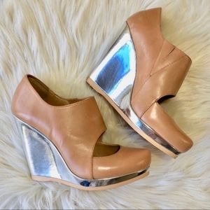 Saks Fifth Avenue 5/48 Salome Tan & Silver Wedges